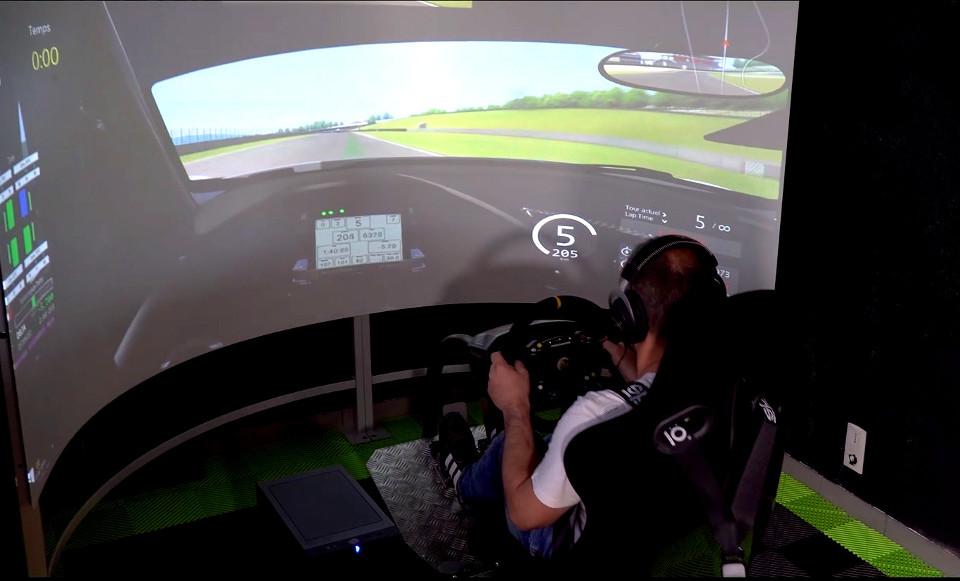 L'activité Simulateur dynamique du complexe de loisirs Kartcenter Paintball Morbihan